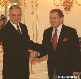 Vaclav Havel si Mugur Isarescu, in 2000