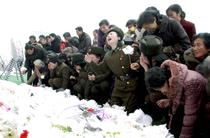 Nord-coreeni plangand pentru Kim Jong-il