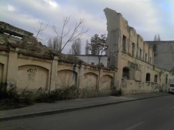 Cladiri ruina