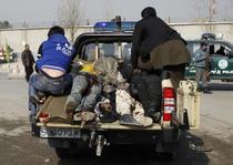 Victime transportate dupa atentatul din Kabul