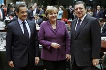 Sarkozy, Merkel si Barrosso, in timpul summit-ului UE