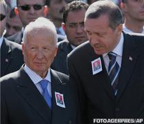 Kenan Evren (stanga) si Recep Tayyip Erdogan