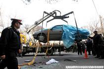Masina lui Roshan, atacata de necunoscuti.