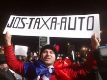 Odiseea taxei auto continua