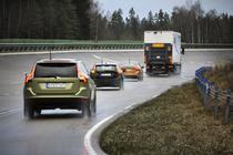 """Volvo face noi teste cu tehnologia """"trenurilor de masini"""""""