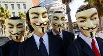 Membri ai grupului Anonymous in timpul unui protest