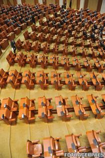 Parlamentul intra in sesiune cu parlamentarii USL in greva