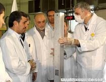Ahmadinejad, la prezentarea unor centrifuge de imbogatire a uraniului