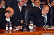 Traian Basescu si Vladimir Putin, la summitul NATO din Bucuresti