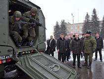 Putin in inspectie la o unitate militara