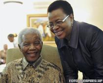 Nelson Mandela si sotia sa, la alegerile locale din 2011