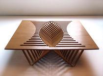 Cu doar cateva taieturi paralele designerul olandez a creat un design a carui forma nu poate fi intuita pana in momentul montarii.