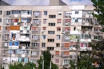 Bloc cu balcoane inchise la intamplare in Bucuresti
