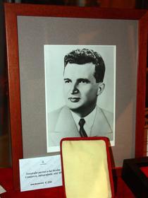 Fotografie portret a lui Nicolae Ceausescu, autografiata, anii '60