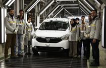 Dacia Lodgy si angajati Renault in uzina din Tanger