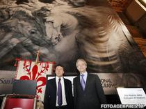 Matteo Renzi (primarul Florentei) si Terry Garcia. Pe fundal, copie dupa Batalia de la Anghiari, de da Vinci