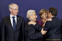 Sarkozy, Merkel si Christofias (presedintele Ciprului) se felicita sub ochii lui van Rompuy