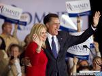 Mitt Romney alaturi de sotia sa, dupa victoria din Illinois