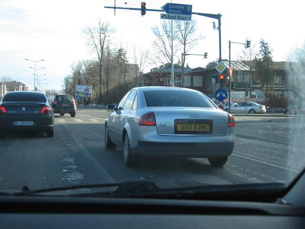 masina in trafic (2)