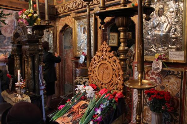 La biserica, de Florii (2)