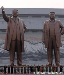 Statui uriase ale lui Kim Il-Sung si Kim Jong-Il