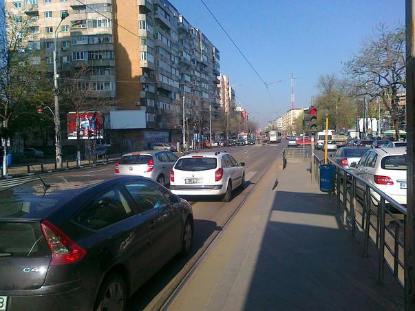 Masini pe sina de tramvai - Haos pe Stefan cel Mare - Unde este politia rutiera?