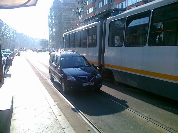 Masini pe sina de tramvai - Haos pe Stefan cel Mare - Unde este politia rutiera? (3)