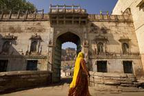 Hotelul Raas a fost construit la poalele fortaretei Mehrangarh, construita in secolul al XV-lea