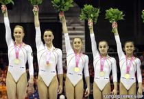 Campioane continentale: Sandra Izbasa, Catalina Ponor, Larisa Iordache, Raluca Haidu, Diana Bulimar