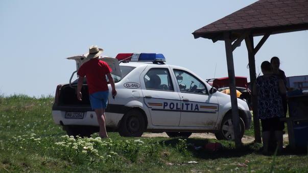 Politia... la iarba verde