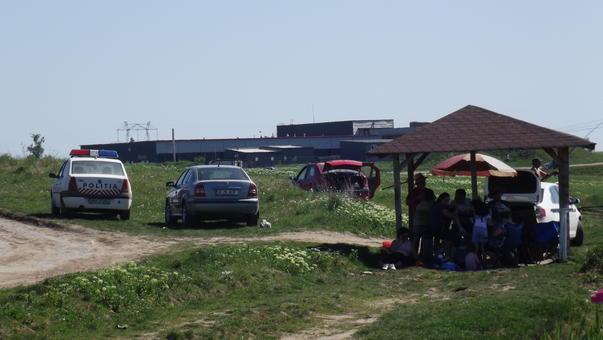 Politia... la iarba verde (2)