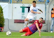 Mihai Pintilii (alb) va evolua la Steaua