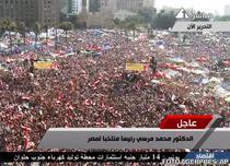 Anuntul victoriei Fratiei Musulmane, primit de populatia adunata in Piata Tahrir