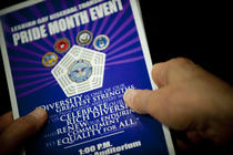 "Pentagonul sarbatoreste pentru prima data ""Gay Pride month"""
