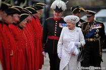 Regina Elisabeta a II-a, alaturi de printul Philip