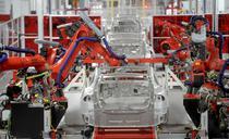 Pe linia de asamblare Tesla