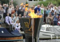 Flacara olimpica, purtata vineri de vasul Gloriana pe Tamisa