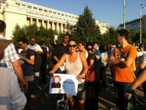 Protestatari in Piata Victoriei