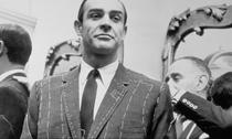 """Costumele lui Sean Connery au fost croite astfel incat sa mai """"slefuiasca"""" liniile foarte dure ale lui Sean Connery"""