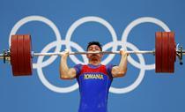 Razvan Constantin Martin in timpul concursului de haltere categoria de 69 kg- reuters