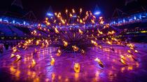 Designerul Thomas Heatherwick a proiectat cel mai complex suport al flacarii olimpice din istoria JO