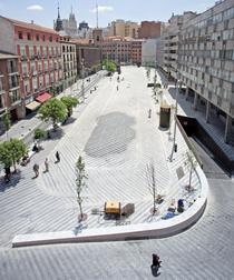 FOTOGALERIE Cum a fost reamenajata Plaza de la Luna din Madrid