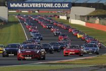 La Silverstone s-au strans 964 de masini Ferrari