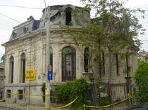 FOTOGALERIE Vezi filmul disparitiei cladirii din strada Visarion nr. 8