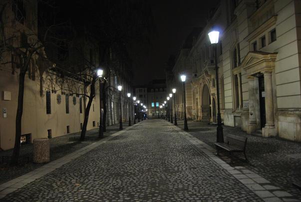 strada noaptea