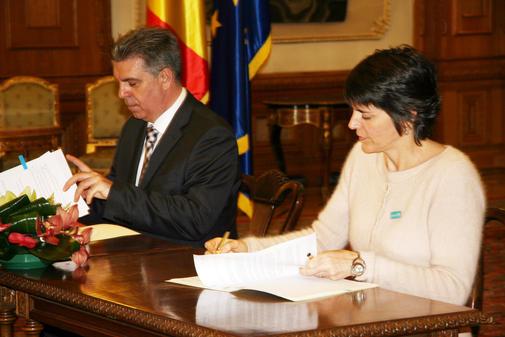 Sandie Blanchet si Valeriu Zgonea la semnarea scrisorii de intentie