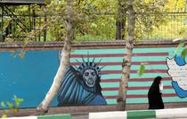 Graffiti pe fosta ambasada SUA din Teheran