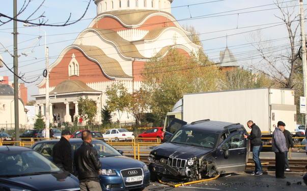 accident jeep vs linia tramvai 41