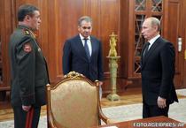 Valeri Gherasimov (seful Statului Major), Sergei Soigu (ministrul Apararii - in centru) si Vladimir Putin