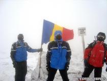 Drapelul, arborat de Ziua Nationala pe varful Parangu Mare